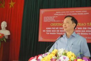 """Công đoàn Cơ quan NHNN TW trao tặng kinh phí xây dựng 5 """"Mái ấm tình thương"""""""