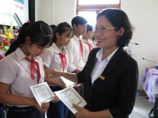 ABBANK trao 275 suất học bổng cho học sinh nghèo