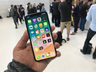 Creative Strategies: Đa số người dùng iPhone X yêu quý tai thỏ và ghét Siri
