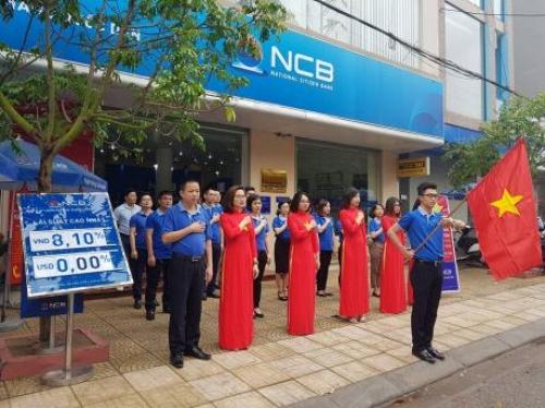 NCB 'nhuộm xanh' đường phố, chào mừng ngày lễ thống nhất đất nước