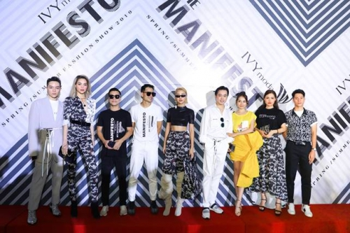"""""""Cuộc chiến sắc đẹp"""" của các mỹ nhân tại show IVY moda"""