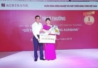Agribank trao giải đặc biệt sổ tiết kiệm 1 tỷ đồng cho khách hàng