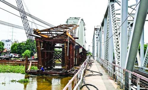 Công trình cầu sắt Bình Lợi lại trễ hẹn