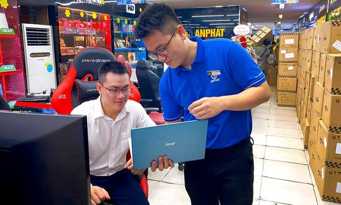 laptop ruc rich tang gia