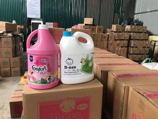 Bắt quả tang cơ sở sản xuất nước giặt giả mạo nhãn hiệu D-nee, Comfort