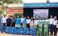 Tặng 105 phần quà cho học sinh vượt khó huyện Tủa Chùa