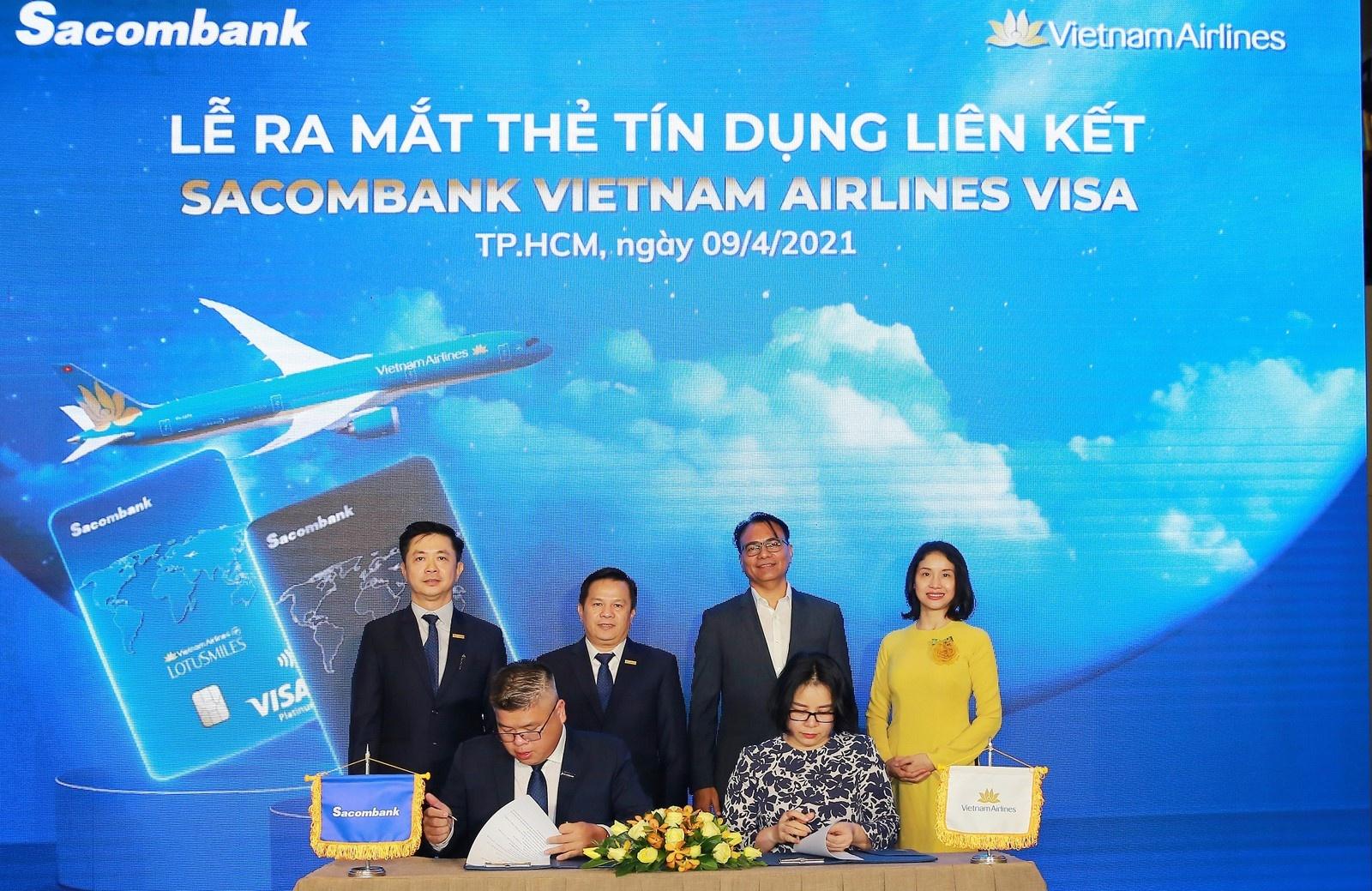 sacombank hop tac voi vietnam airlines ra mat the tin dung quoc te dang cap