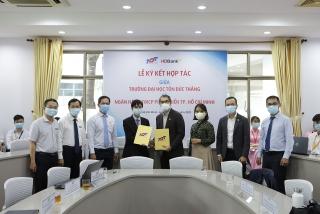 HDBank ký kết hợp tác với Đại học Tôn Đức Thắng, tặng học bổng cho sinh viên