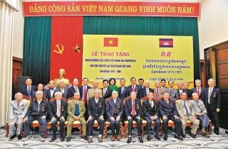 Cán bộ ngân hàng Ban K: Tô thắm thêm tình hữu nghị Việt Nam - Campuchia