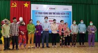 HDBank tặng cho người dân Bến Tre 1.500 thẻ bảo hiểm y tế