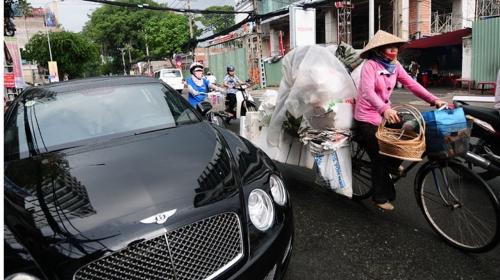Ô tô và khoảng cách giàu nghèo