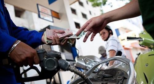 Giá xăng tăng lần thứ ba liên tiếp, thêm gần 1.000 đồng/lít