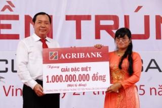 Agribank tiếp tục trao sổ tiết kiệm 1 tỷ đồng cho khách hàng may mắn