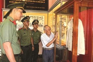 Người lập bảo tàng Bác Hồ ở Khánh Hòa