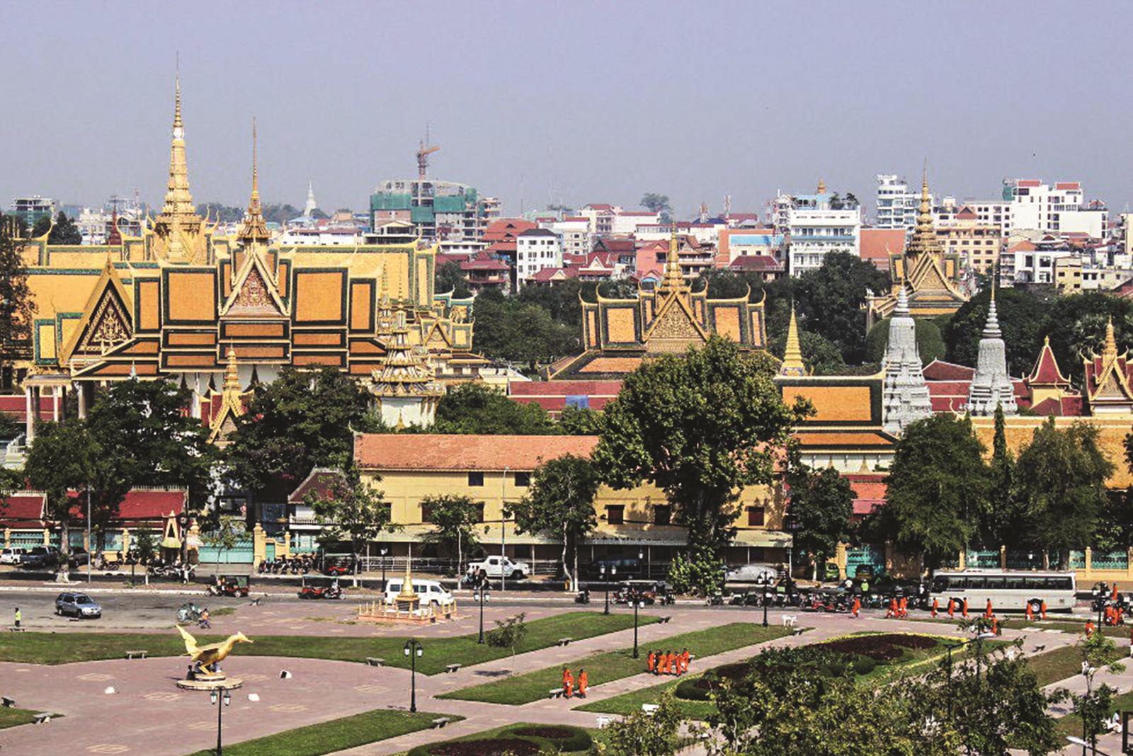 Doanh nghiệp tham gia đưa hàng sang Campuchia