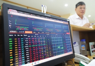 Cổ phiếu ngân hàng tăng giá liên tục do đâu?