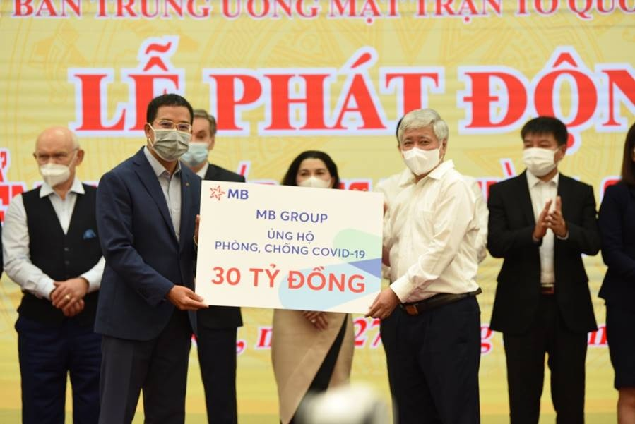 mb group ung ho 30 ty dong vao quy vaccine phong covid 19