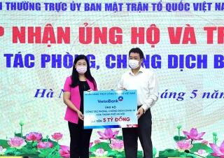 VietinBank trao tặng Hà Nội 5 tỷ đồng phòng, chống dịch COVID-19