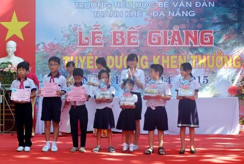 Helio Center dành hơn 6 tỷ đồng trao thưởng cho học sinh nghèo