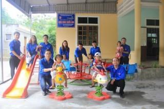 Đoàn Thanh niên Vietcombank góp kinh phí xây dựng 2 sân chơi thiếu nhi tại Nghệ An