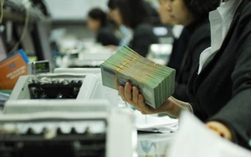 Nhiều ngân hàng tăng lãi suất một số kỳ hạn dài