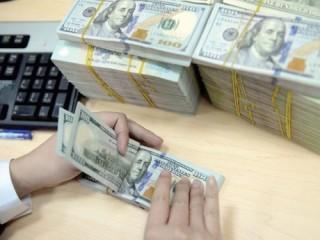 Các ngân hàng đồng loạt giảm giá mua – bán USD