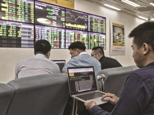 Chọn cổ phiếu - nhìn chỉ số
