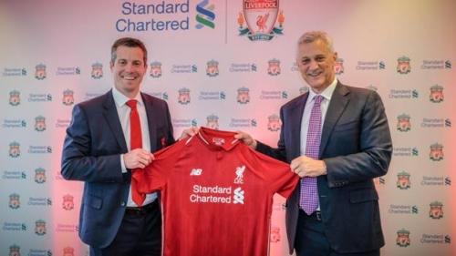 Standard Chartered và CLB Liverpool gia hạn hợp đồng tài trợ