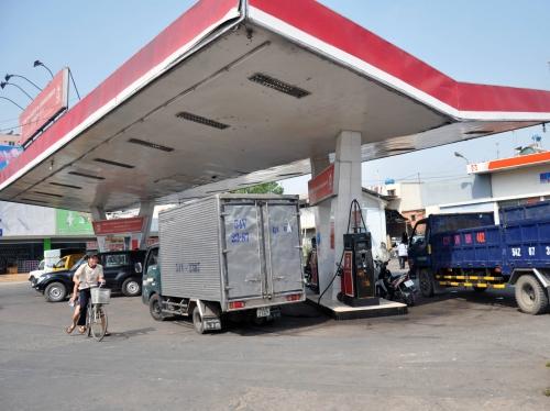 Gánh nặng thuế phí xăng dầu