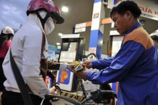Giá xăng, dầu án binh bất động