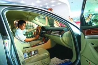 Thị trường ôtô sôi động nhờ giảm giá