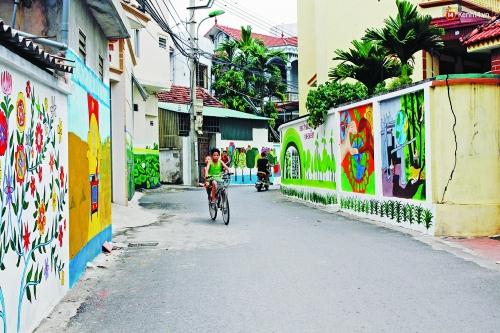 Chuyện văn hóa làng: Tranh tường lấn rác