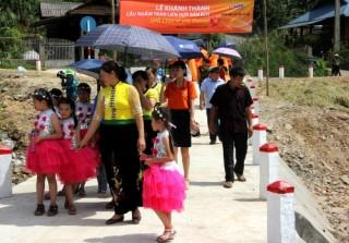 SHB xây cầu giúp người dân vùng lũ