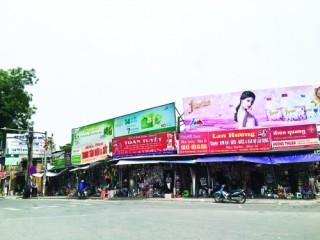 Hà Nội - nhan nhản biển quảng cáo vi phạm