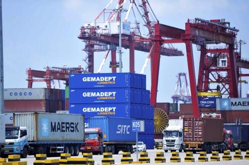 Thương mại toàn cầu bị tổn thương vì cuộc chiến thuế quan