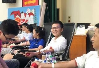 """Eximbank tổ chức ngày hội hiến máu nhân đạo """"Sống là để yêu thương"""""""