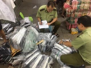 Kiểm tra khu Ninh Hiệp, thu giữ gần 4.700 sản phẩm có dấu hiệu giả, nhái và hàng nhập lậu