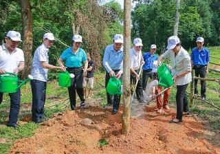 Agribank phát động lễ trồng cây vì một tương lai xanh