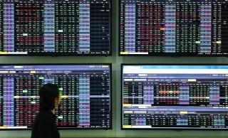Chuyển sàn tìm nhà đầu tư lớn?