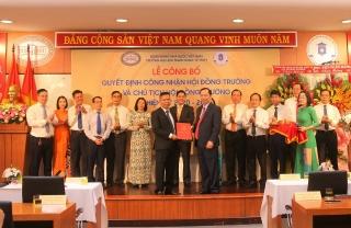 Trao quyết định công nhận Hội đồng trường Đại học Ngân hàng TP.HCM