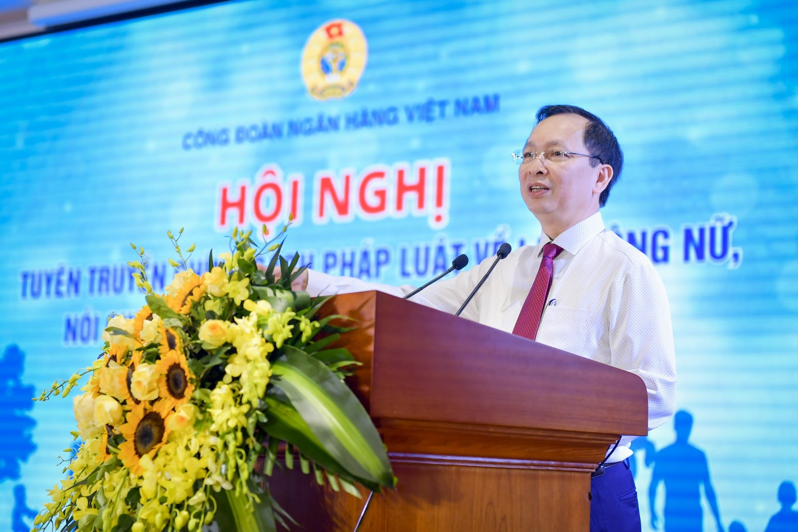 pho bien chinh sach phap luat cho lao dong nu