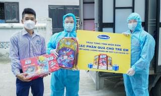 Vinamilk và Quỹ sữa vươn cao Việt Nam:Trao 8.400 hộp sữa và nhiều quà tặng cho trẻ em đang cách ly do dịch bệnh tại Điện Biên