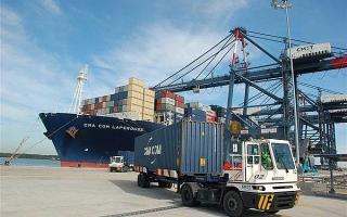 Dời ngày thu phí dịch vụ ở cảng biển