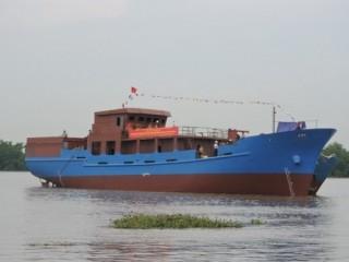 """Quảng Ngãi: Tàu dịch vụ nghề cá vay vốn """"67"""" đã được hạ thủy"""