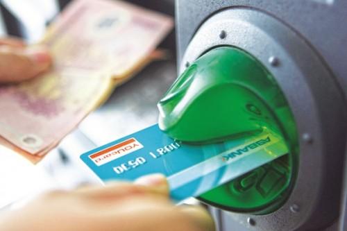 Chỉ tổ chức phát hành thẻ được thu phí của chủ thẻ