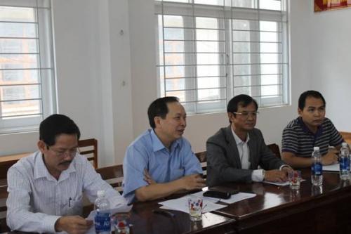 Phó Thống đốc Đào Minh Tú khảo sát cho vay tái canh cà phê tại Gia Lai