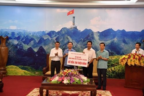 Đoàn công tác ngành NH tri ân các gia đình thương binh liệt sỹ, gia đình chính sách tại Hà Giang