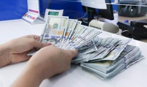 Doanh nghiệp tăng cường bán USD trở lại
