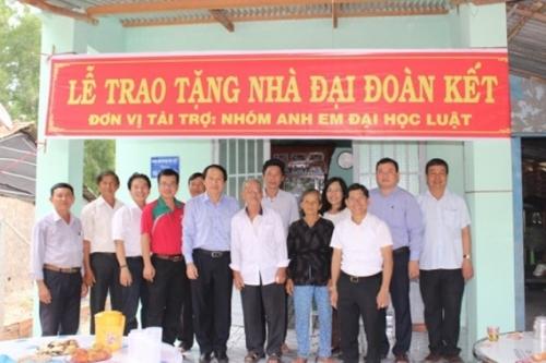 Mạnh thường quân đến với người nghèo Tây Ninh