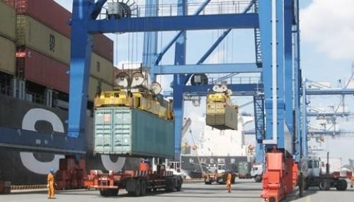 Áp lực dồn dập lên xuất khẩu